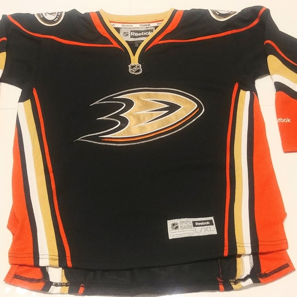 Anahiem Ducks Boy's Jersey.